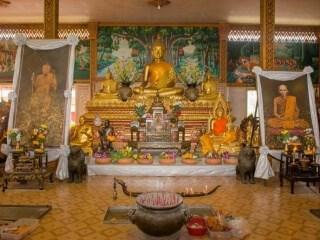 Thai Monks Blessing (2)