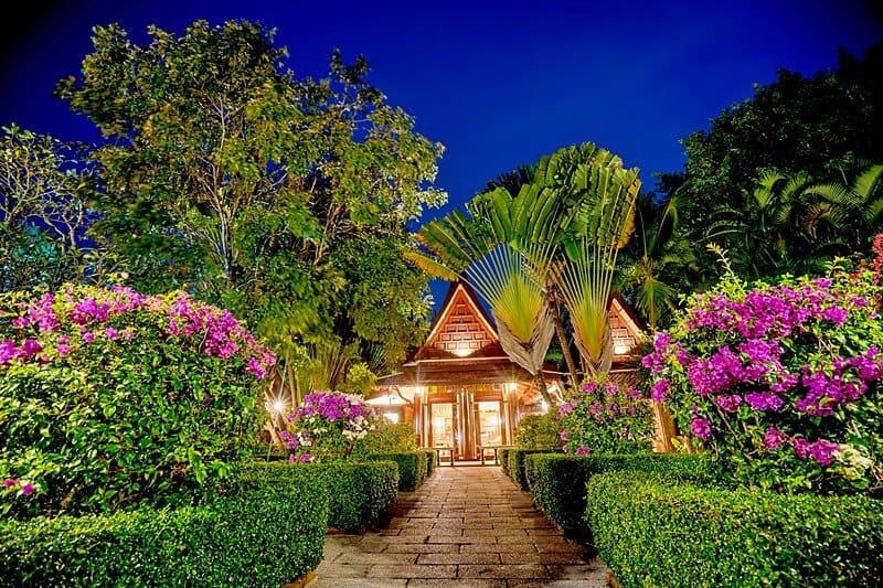 royal-thai-villas-princes-night