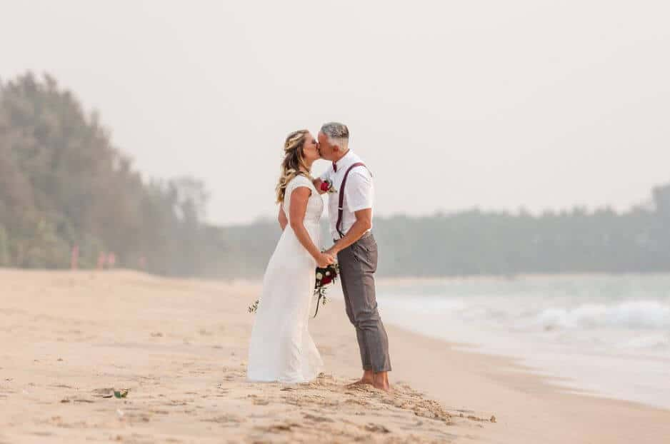 eloping in thailand couple